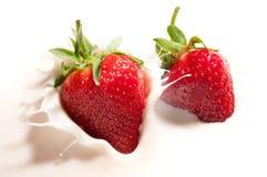 Erdbeere im Joghurt Stockfotos