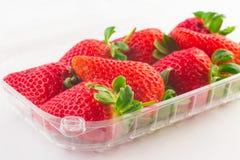 Erdbeere im Plastikkasten Verpackung für Verkauf Lizenzfreie Stockfotografie