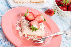 Erdbeere - Korinthenkrümel Dessertt Stockbilder