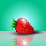 Erdbeere mit Glühenschatten und Reflexion von der Oberfläche Lizenzfreie Stockfotos