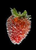 Erdbeere mit Luftblasen Stockbild
