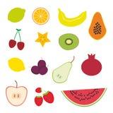 Erdbeere, Orange, Bananenkirsche, Kalk, Zitrone, Kiwi, Pflaumen, Äpfel, Wassermelone, Granatapfel, Papaya, Birne, Birne auf weiße Stockfotos