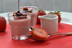 Erdbeere-panna Cotta (2) Stockfoto