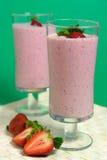 Erdbeere Smoothie lizenzfreie stockfotos