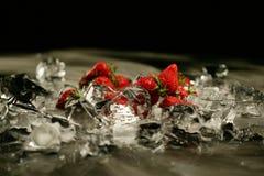 Erdbeere und Eis Lizenzfreie Stockbilder