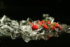 Erdbeere und Eis Stockfotos