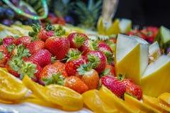 Erdbeere und Früchte Stockbild