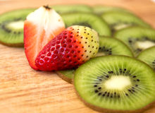 Erdbeere und Kiwi Lizenzfreies Stockbild
