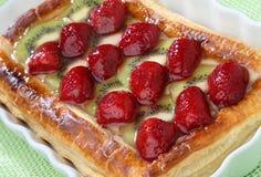 Erdbeere- und Kiwitortenachtisch Lizenzfreies Stockbild