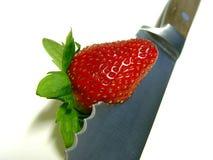 Erdbeere und Messer Lizenzfreie Stockbilder