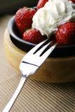 Erdbeere und Sahne lizenzfreies stockfoto