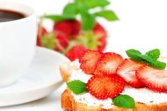 Erdbeere und Toast Stockfotografie