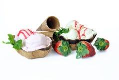 Erdbeere und Vanilleeissahne Lizenzfreie Stockfotos