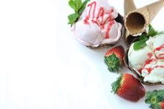 Erdbeere und Vanilleeissahne Lizenzfreies Stockbild