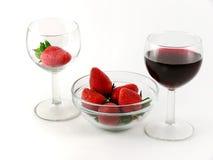 Erdbeere und Weinglas Stockfotografie