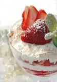 Erdbeere und wipped Sahne Lizenzfreies Stockbild
