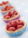 Erdbeere-Vanillepudding-Törtchen Lizenzfreies Stockfoto