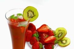 Erdbeeregetränk lizenzfreie stockbilder