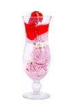 Erdbeereis in einem Glas Stockfoto