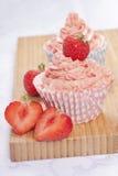 Erdbeerekleine kuchen Stockfotos