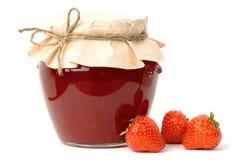 Erdbeeremarmeladenglas Lizenzfreie Stockbilder