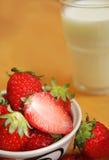Erdbeeremilch stockfoto