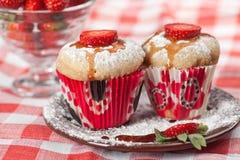 Erdbeeremuffin Lizenzfreie Stockbilder