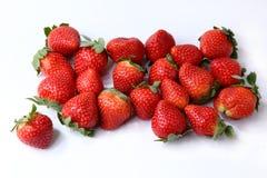 Erdbeeren auf dem Schreibtisch Stockfotos