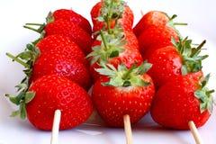 Erdbeeren auf einem Steuerknüppel Lizenzfreie Stockbilder