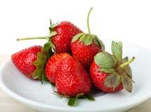 Erdbeeren auf einem Teller  Stockbild