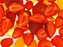 Erdbeeren auf Eis lizenzfreie stockfotografie