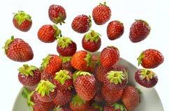 Erdbeeren auf Luft Lizenzfreie Stockfotos