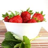 Erdbeeren auf Teller Stockbild