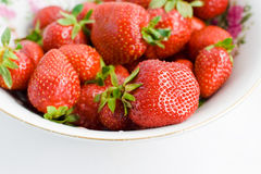 Erdbeeren auf Weiß Lizenzfreie Stockfotos