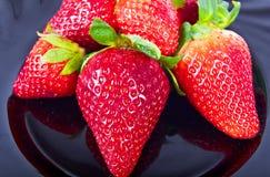 Erdbeeren auf weißem Hintergrund Stockfotos