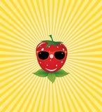 Erdbeeren in den Gläsern auf einem leuchtenden gelben backgr Stockbilder