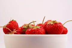 Erdbeeren in der Schüssel Lizenzfreies Stockfoto
