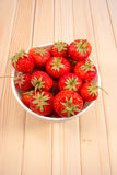 Erdbeeren in der Schüssel Stockbilder