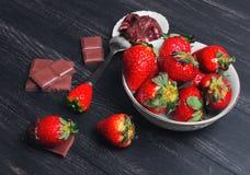 Erdbeeren in der Schokolade Lizenzfreie Stockbilder