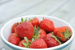 Erdbeeren in einem Teller Lizenzfreie Stockfotografie