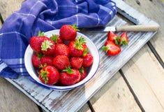 Erdbeeren in einer Schüssel. Lizenzfreie Stockbilder