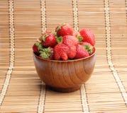 Erdbeeren in einer Schüssel Stockfotografie
