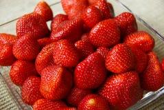 Erdbeeren in einer Schüssel Lizenzfreies Stockfoto