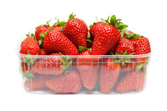 Erdbeeren im Kunststoffgehäuse Lizenzfreie Stockfotos