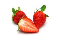 Erdbeeren mit Blättern Lizenzfreie Stockfotos