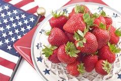 Erdbeeren mit patriotischem Themahintergrund Stockbilder