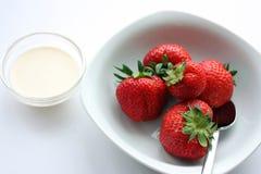 Erdbeeren u. Sahne Lizenzfreie Stockfotos