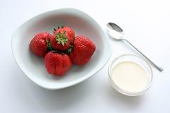 Erdbeeren u. Sahne Stockbilder