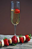Erdbeeren und Champagner Lizenzfreie Stockfotos