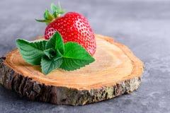Erdbeeren und Minze Lizenzfreie Stockbilder
